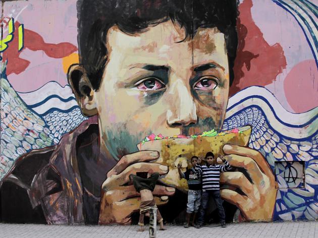 (Ammar Abo Bakr, Mo Mahmoud dit Khaled, 'Glory to the unidentified', 2013, Ganzeer, Le Caire, Egypte / © Abdo El Amir)