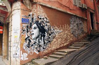 (Yazan Halwani Fayrouz, 'JdoudnaIkhtara'ou Al Sofor, Wa Ah'fadhom Sarou Sfoura', Gemmayzeh, Beyrouth, 2013 / ©Yazan Halwanii)