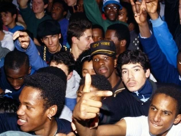 (Yoshi Omori, 'Ambiance Public Enemy', Paris, Le Globo, 1989 / © Yoshi Omori)