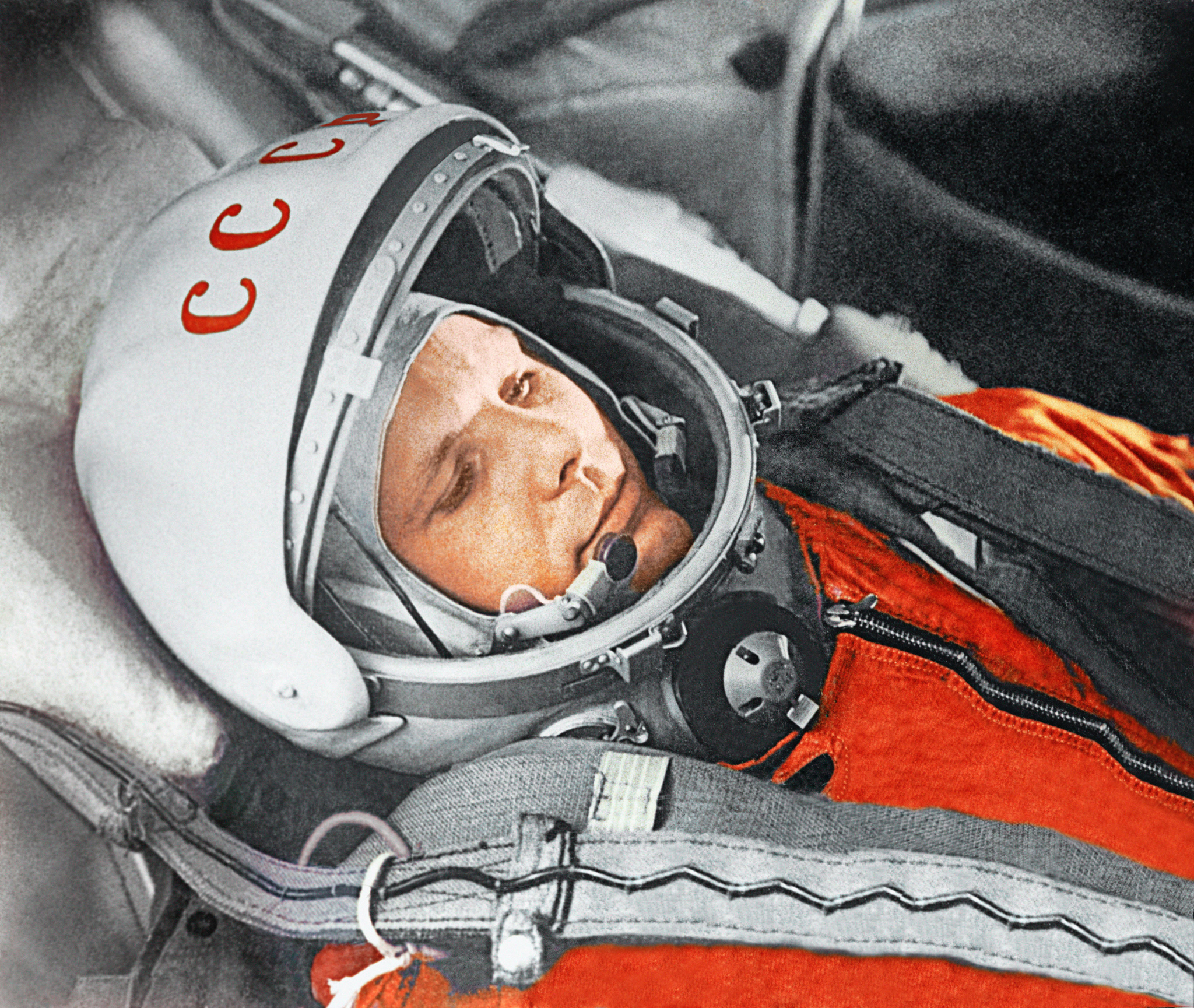 (Yuri Gagarin before the first space flight, April 12 1961, c. RIA Novosti)