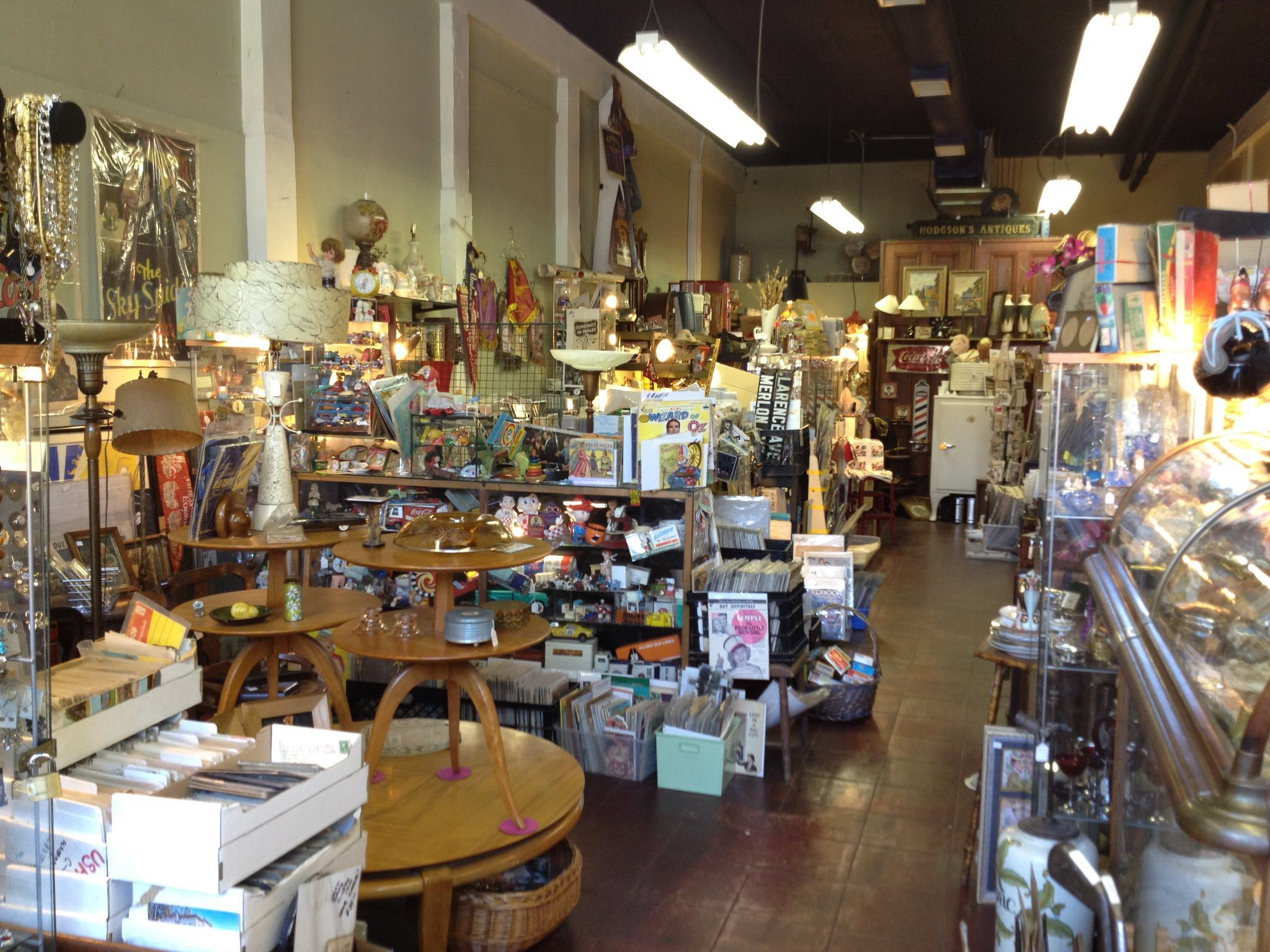 Pasadena shopping guide for old town pasadena and beyond for Antique shops in los angeles