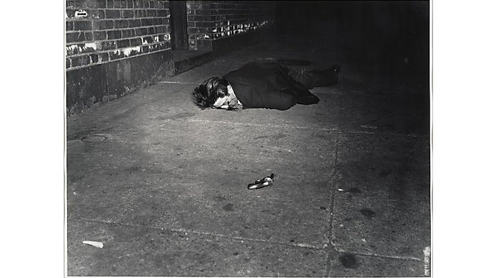 Weegee, Corpse with Revolver, 1940