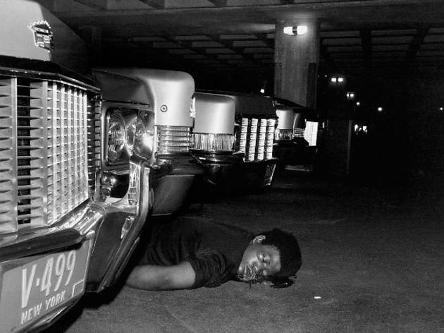 Leonard Freed, New York: Murder in the garage of a lavish apartment building, 1972