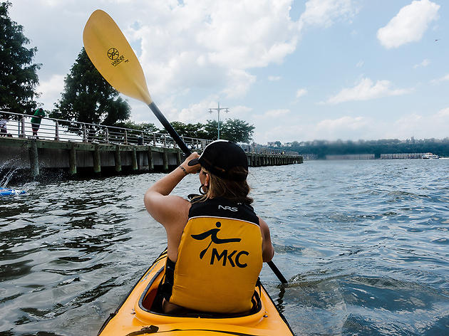 Kayaking across the Hudson River with Manhattan Kayak Company