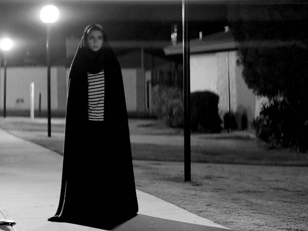 Una noia camina sola de nit + Ser de luz