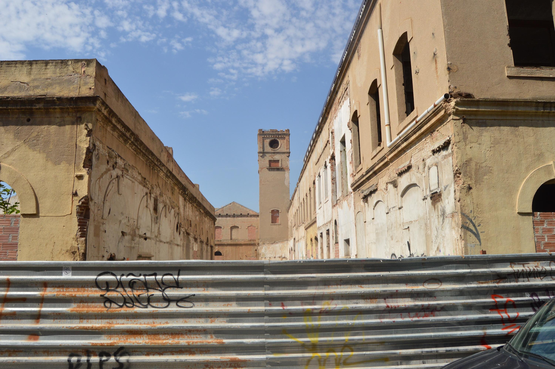 L'Ajuntament ha cedit l'ús de naus a la UB a canvi de que la universitat reformi els edificis
