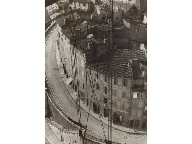 (Germaine Krull, 'Marseille', juin 1930 / © Estate Germaine Krull, Museum Folkwang, Essen / Photo : © 2015. Digital image, The Museum of Modern Art, New York/Scala, Florence)