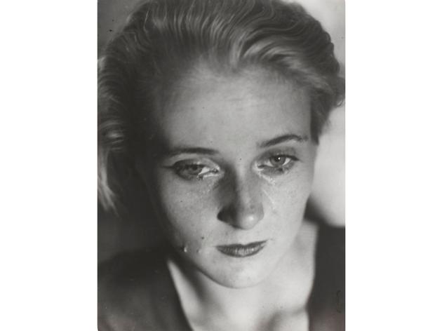 (Germaine Krull, 'Etude pour La Folle d'Itteville', 1931 / © Estate Germaine Krull, Museum Folkwang, Essenn / Photo © Centre Pompidou, MNAM-CCI, Dist. RMN-Grand Palais / Guy Carrard)