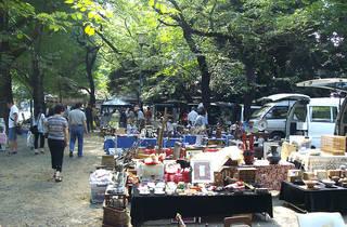 靖国神社フリーマーケット(2013年3月9日)