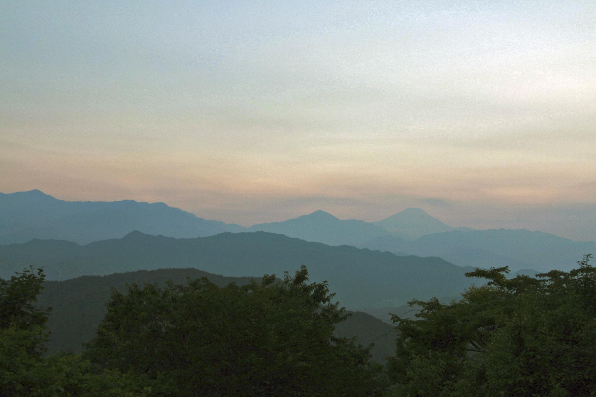 山は日帰りで登る。