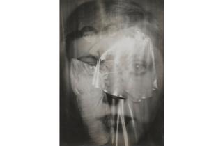 (Germaine Krull, 'Etude pour Paul Poiret', 1926 / © Estate Germaine Krull, Museum Folkwang, Essen / © Centre Pompidou, MNAM-CCI, Dist. RMN-Grand Palais / G. Meguerditchian)