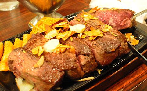 ステーキを注文する。