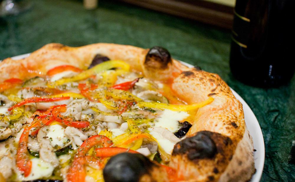 Taste real Italian pizza at Massimottavio
