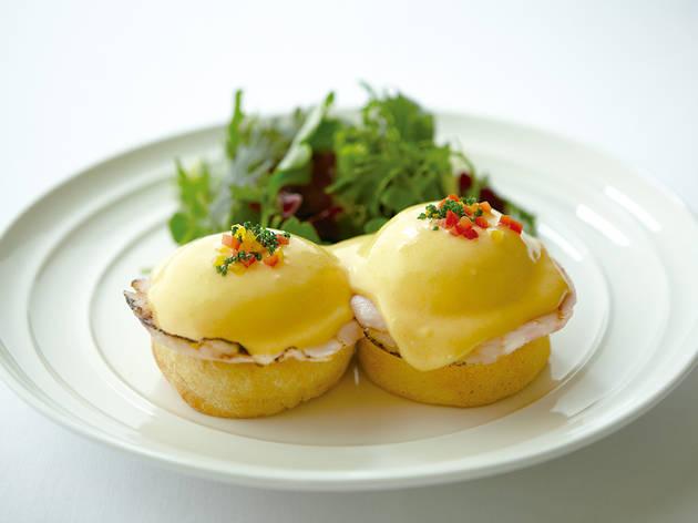 NYの朝食の女王による完璧なエッグベネディクト