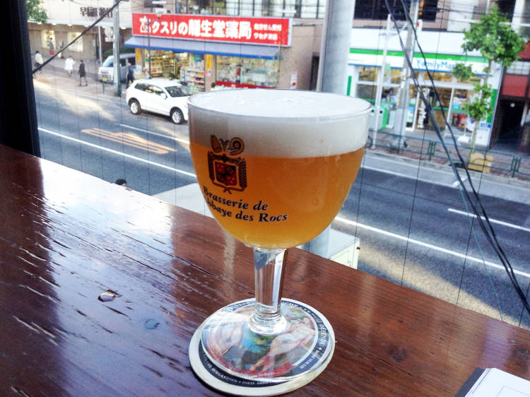 ベルギビールを飲む。