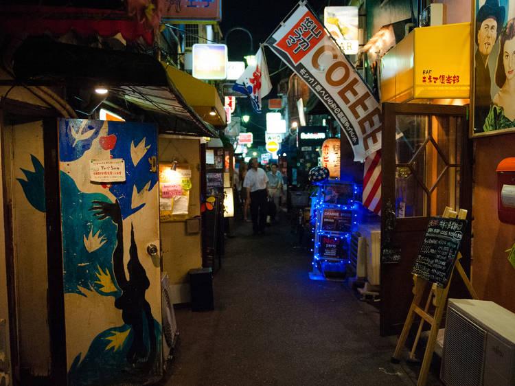 Go bar hopping in Golden Gai
