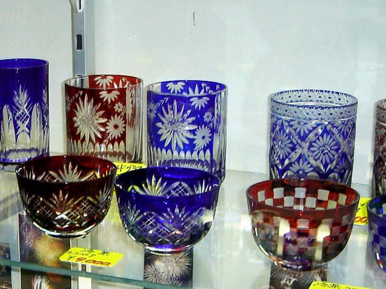 Marvel at decorative glass at Hanashyo