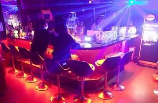 DJ and VJ BAR阿吽(A-UN)