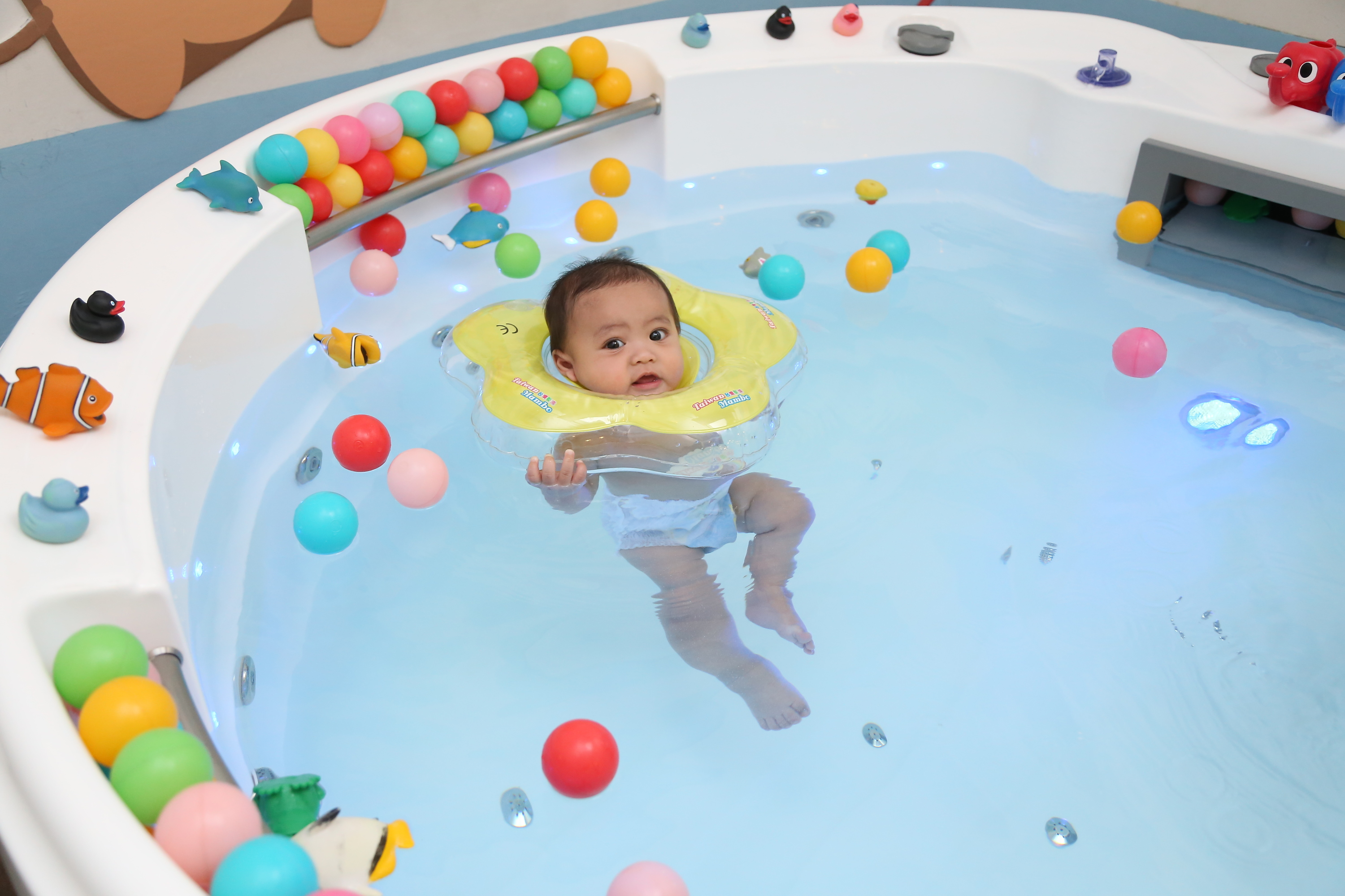 Hippopo baby spa wellness great eastern mall kids in - Baby spa barcelona ...
