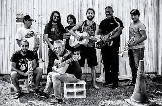 Astola y la banda de Rockallano