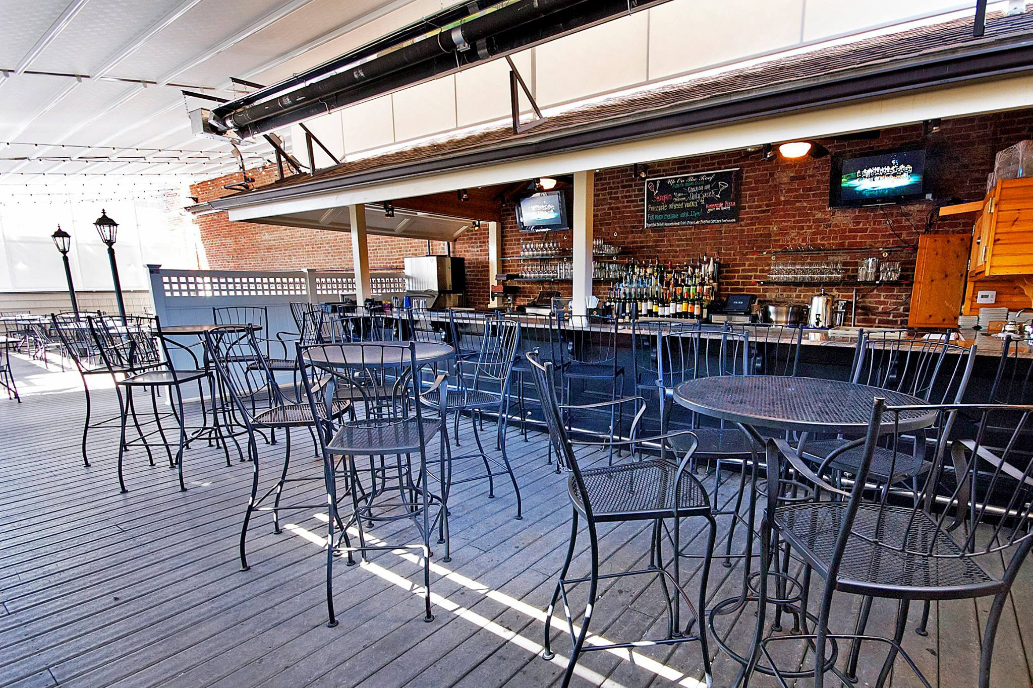 10 Best Rooftop Bars In Boston For Great Views And Breezes