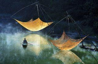 (Hoang Long Ly: Fishing net checking, Vietnam 2014)
