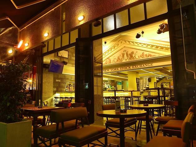 Wall Street Bar & Grill