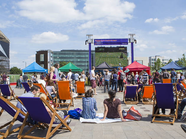 Outdoor sports screens in London