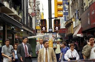(My Buenos Aires / Alberto Goldenstein, 'Calle Lavalle', série 'Flaneur', 2004 / Photographie, édition de l'artiste)