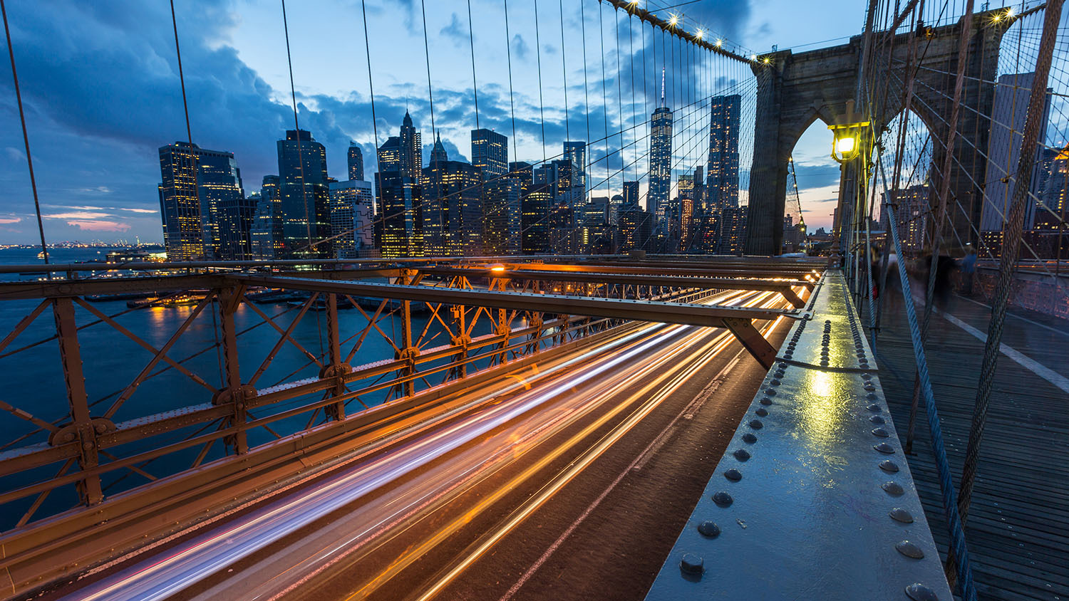 Explore these stunning photos of New York at night