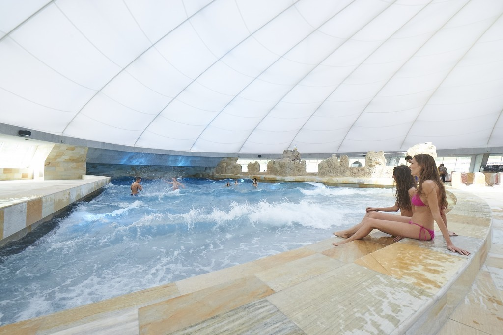 Wave Pool Splash & Spa