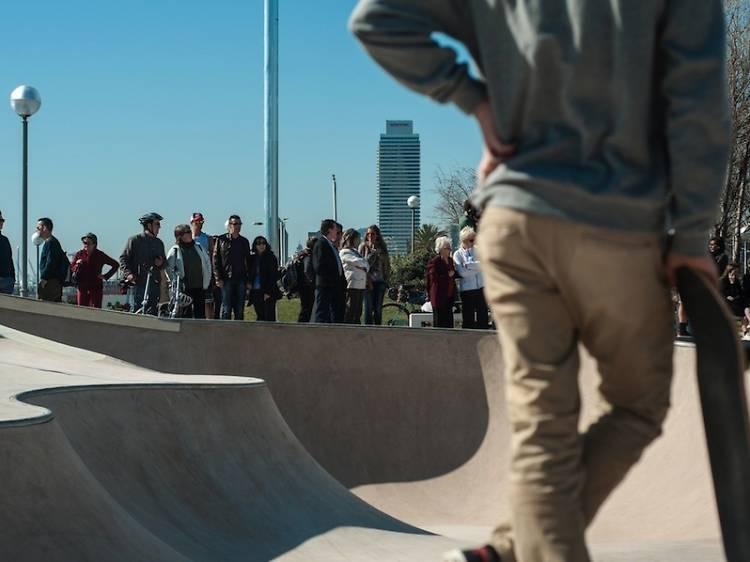 Sobre rodes a l'Skate Park de la Mar Bella