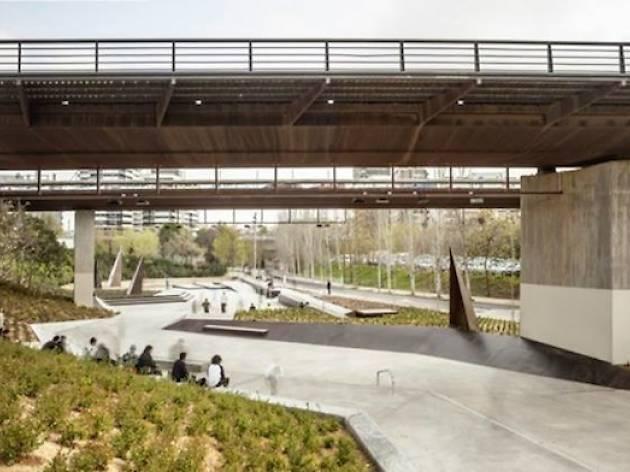 Les Corts: skate en la sombra
