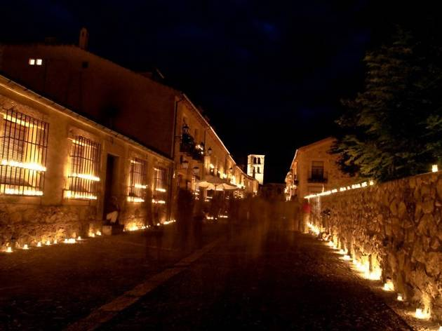 Pedraza, a la luz de las velas