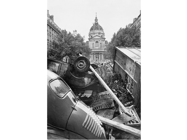 (Marc Riboud, 'Paris, Mai 68', 1968 / Courtesy de Marc Riboud et galerie Polka, Paris)