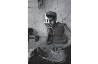 (Marc Riboud, 'Fabrique d'armes', Afghanistan, 1956 / Courtesy de Marc Riboud et galerie Polka, Paris)