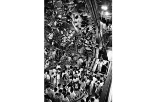(Marc Riboud, 'Shanghai', Chine, 1992 / Courtesy de Marc Riboud et galerie Polka, Paris)