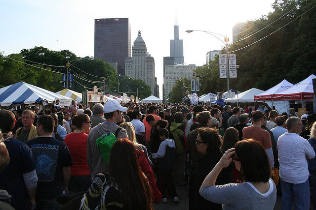 25 people you're guaranteed to run into at a Chicago street festival