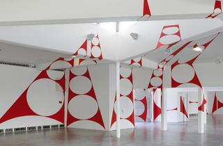 (Vue de l'exposition de Felice Varini à la Villette / Photo : ©André Morin / Adagp 2015 )