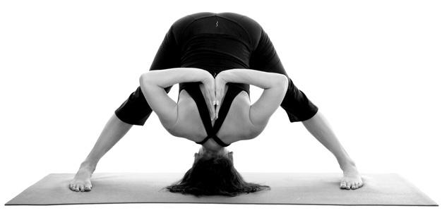 10 postures de yoga à utiliser dans la vraie vie à Paris