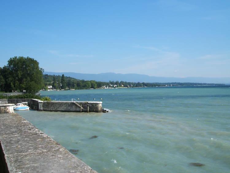 Uncover a secret beach at Perle du Lac