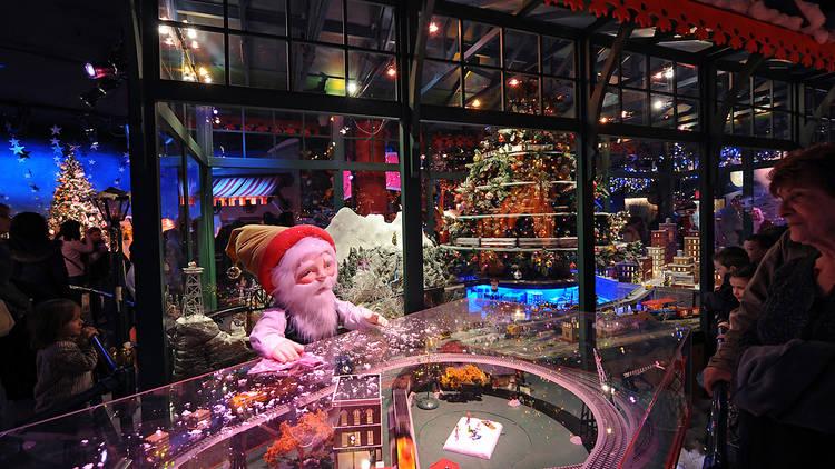 12.20.07_Macys_Holiday Store