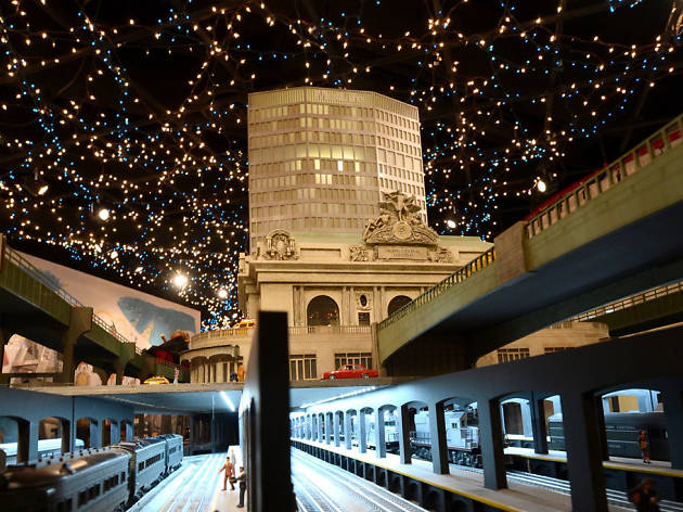 Holiday train shows for kids in NYC