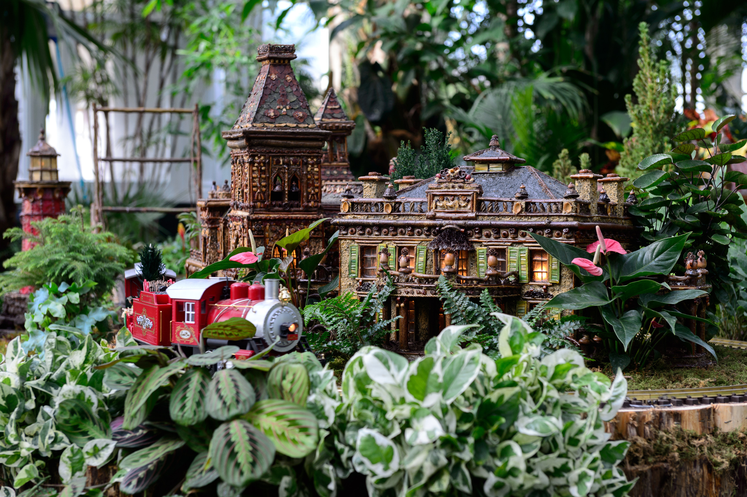 Holiday train shows and train rides for nyc families Botanical garden train show