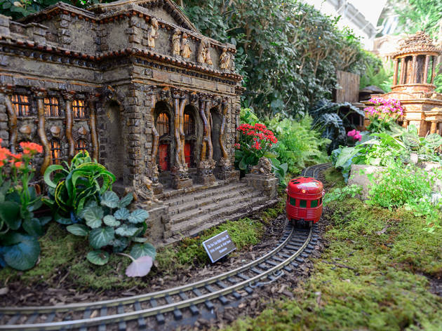 New york botanical garden holiday train show things to Botanical garden train show