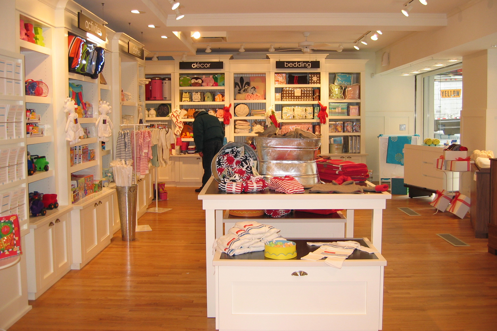 The best stores kids in New York, from baby gear stores, toy stores and children's books to kids clothes, shoe stores and ideas for decorating kids rooms.