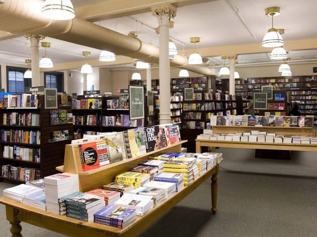 Barnes Amp Noble Bay Plaza Shopping In The Bronx Bronx
