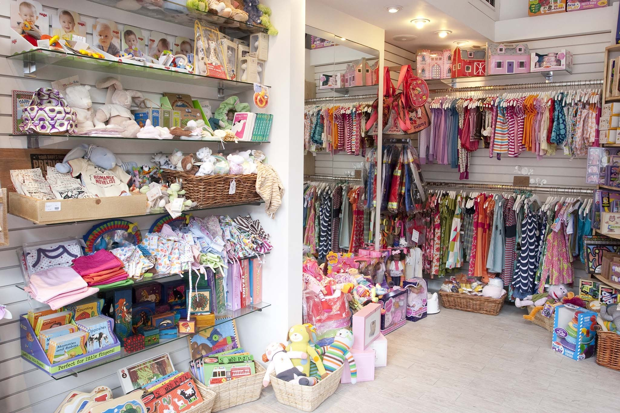 Best baby stores for gifts apparel and toys in nyc for Baby shop decoration ideas