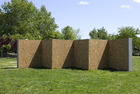 See cool artwork at Socrates Sculpture Park