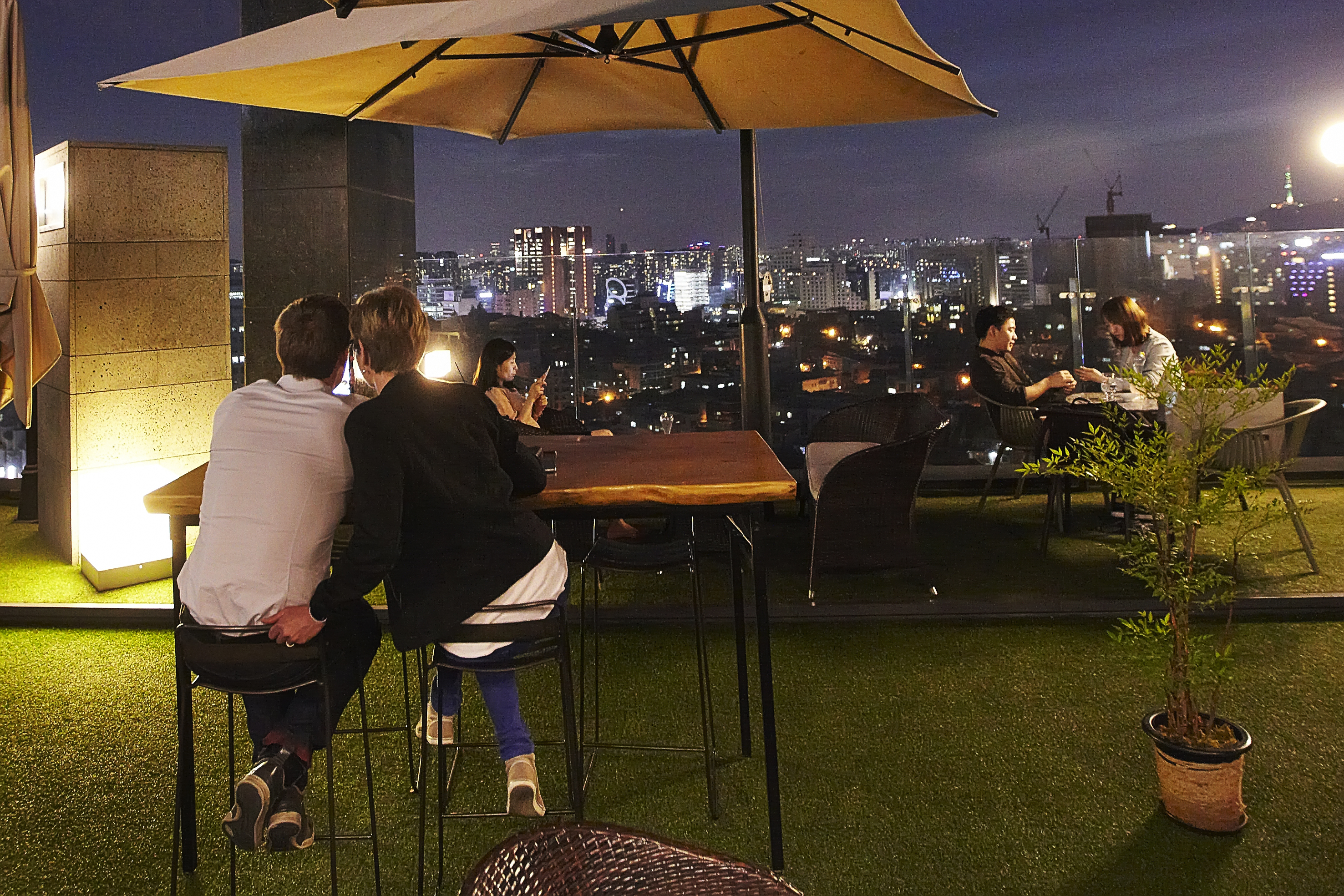 Rooftop Kloud at the Mercure Ambassador Hotel